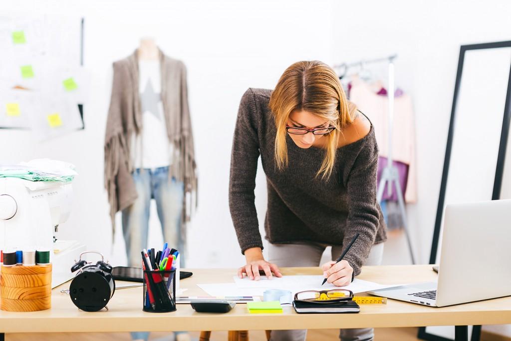 modeontwerpster administratie elke dag bij
